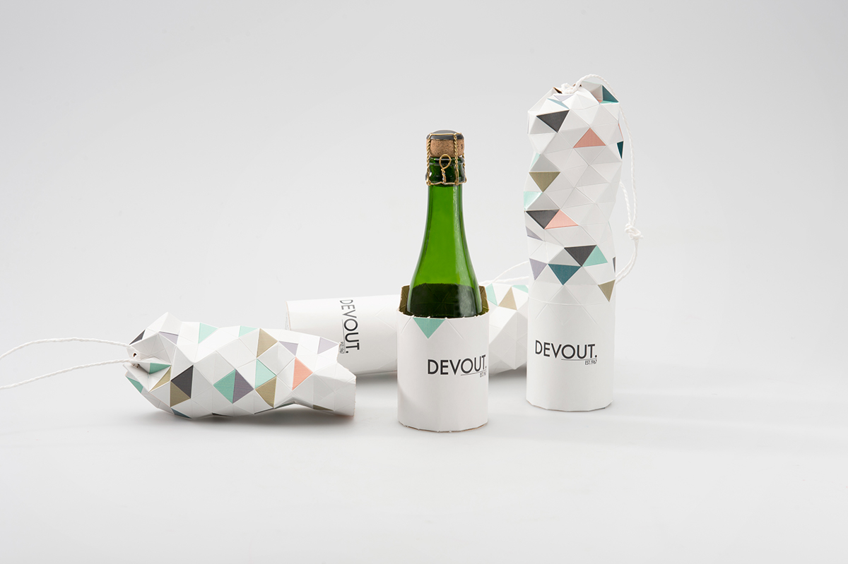 Champagne outside packaging, devout packaging in paper