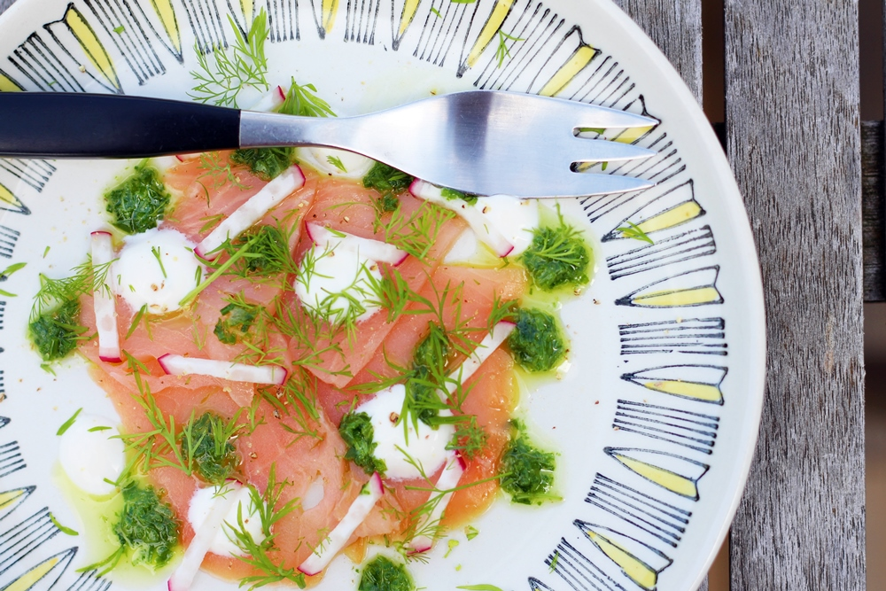 Smoked salmon with horseradish and herbs, from above with a fork