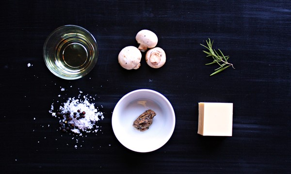 Ingredients for truffle butter, How to make flavored butter and how to use it. Learn it all at Ateriet.