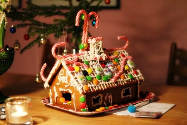 What is Pepparkakor? - Learn all about the Swedish Gingersnap and get a full recipe at Ateriet.com