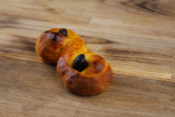 Learn all about the Swedish St Lucia Saffron Buns - The Lussekatt