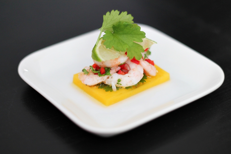 fresh shrimps with mango, cilantro and chili