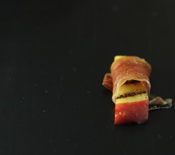 grilled apple with serrano ham and maple syrup