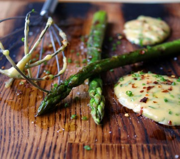 asparagus with chili bearnaise