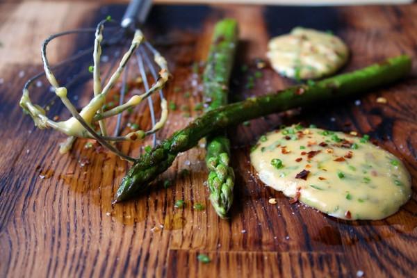 asparagus with chili bearnaise