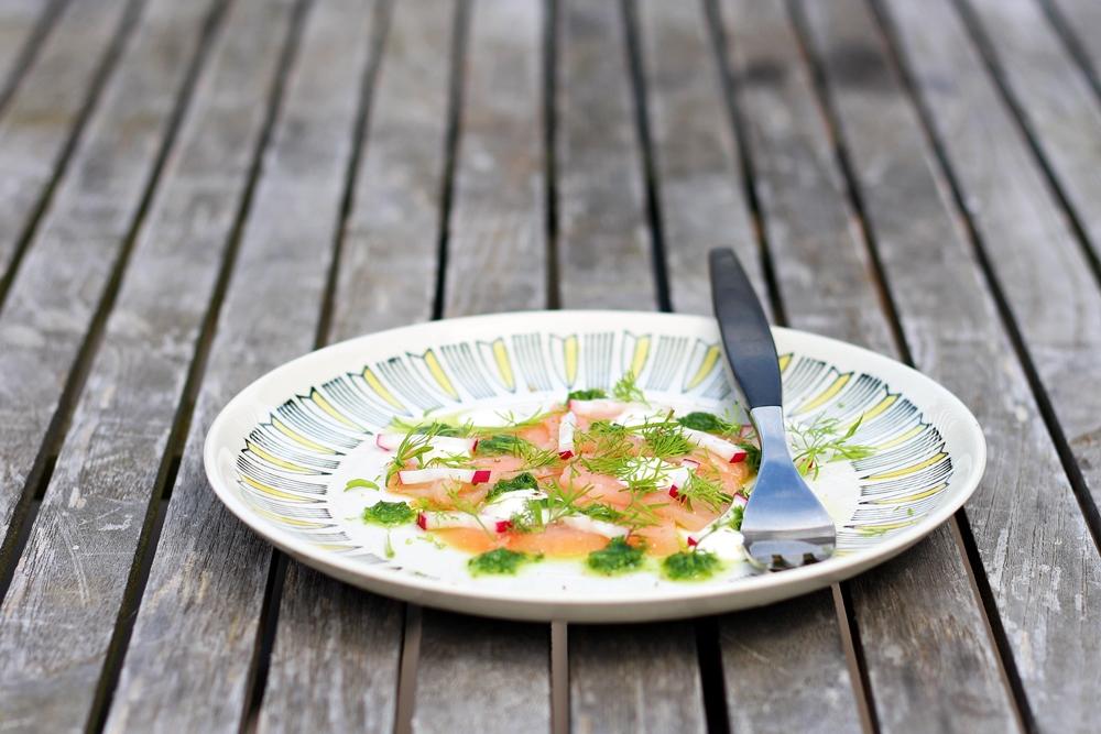 Smoked salmon with horseradish