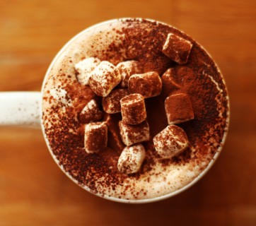The Perfect Hot Chocolate with Bourbon and whipped cream, get it at Ateriet.com