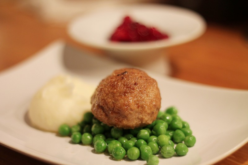 Try making a Wallenbergare, this luxurious Swedish meatball with mashed potatoes and lingonberries. Full recipe at Ateriet.com