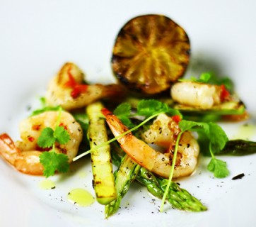Grilled shrimp with asparagus, cilantro and lime