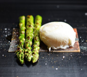 Poached egg with grilled Asparagus and Serrano Ham