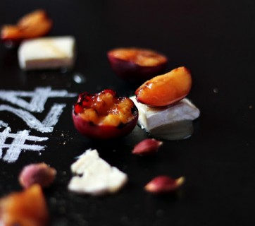 Grilled plums with brie and honey