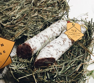 Hay packaging for charcuterie 2