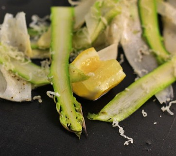 Asparagus salad with lemon and parmesan