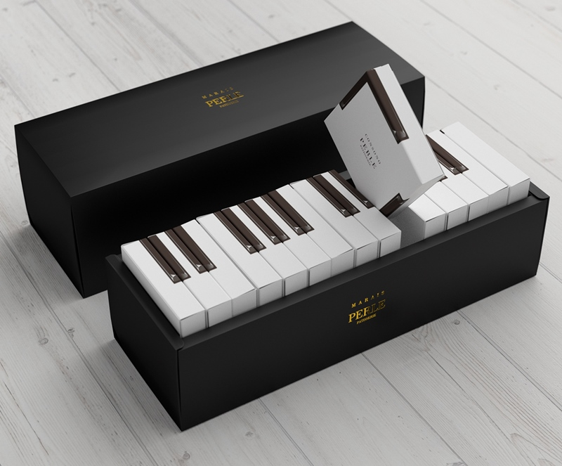 A Cake Packaging That Looks Like A Piano