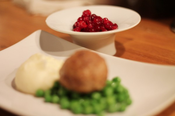 Wallenbergare with lingonberry